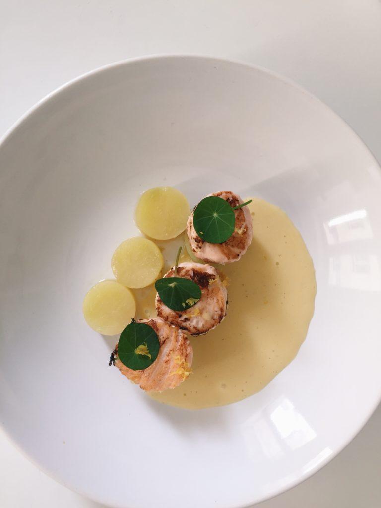 saumon snack, pommes de terre, hollandaise