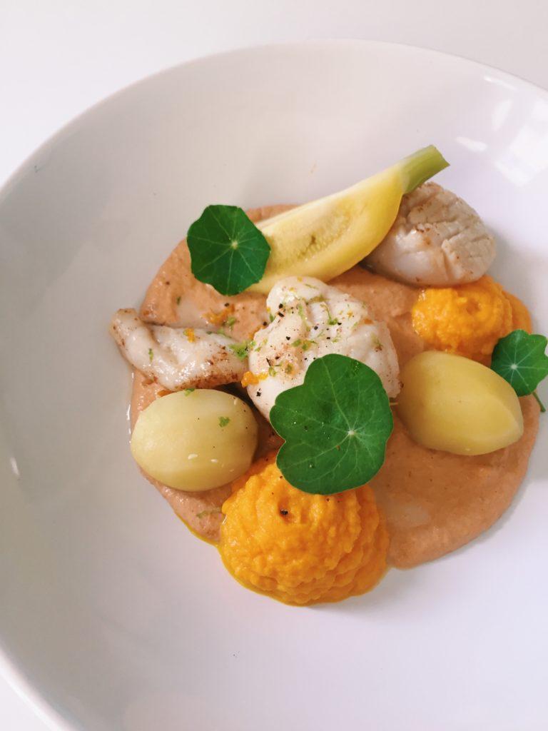 Lotte, purée de carotte à l'orange, crème corail de st Jacques